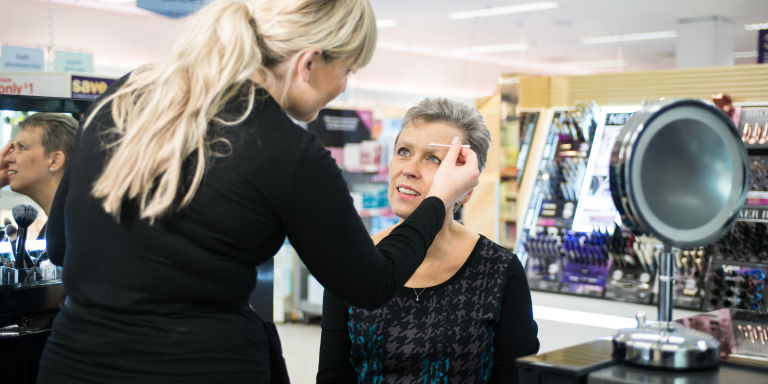 woman with cancer having beauty treatment